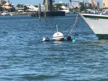 Mooring 5 divers